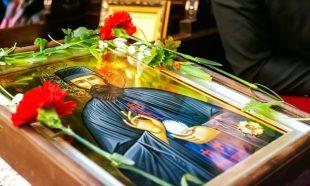 """Чудотворна икона посрещат в Кнежа за празника на храм """"Света Троица"""""""