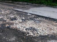 С изкърпване на дупки по улиците и възстановяване на тротоари продължават текущите ремонти в Плевен