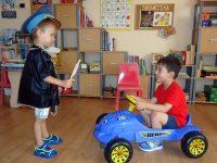 """Забавни игри за пътна безопасност проведоха в ДГ """"Синчец"""" – Плевен"""