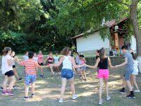 С народни танци стартира Лятната програма за деца в Кнежа