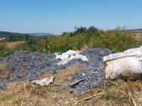 Открити и иззети са документи, придружаващи загробения боклук край Червен бряг