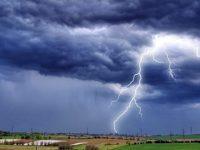 Жълт код за валежи и гръмотевични бури е в сила днес за област Плевен, възможни са градушки