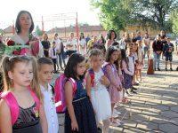 124 първокласници посрещнаха днес в училищата в община Кнежа