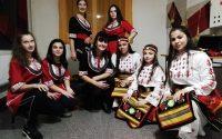 Златка Чардакова учи младежите в ОСО – Плевен да обичат нашенските музика и танци, да творят с ръце и със сърце