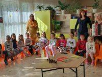 """Есента гостува в ДГ """"Пролет"""" – Плевен"""