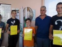 Четири момчета помогнаха за потушаването на пожар в село Козар Белене