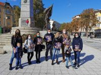 От Младежи ГЕРБ – Плевен раздадоха книги по повод 1 ноември