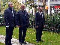 Кметът и председателят на ОбС – Плевен поднесоха цветя за Деня на народните будители