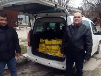 Сдружение на кметове в община Червен бряг раздаде коледни пакети с хранителни продукти на нуждаещи се