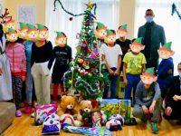 """Млади социалисти от Плевен се включиха в инициативата """"С маската на Дядо Коледа"""""""