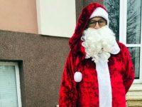 Дядо Коледа постави пощенска кутия за писма с желания в Кнежа