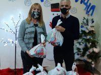 """Малчугани в Плевен зарадвани с празнични торбички с лакомства от кампанията """"Коледа за всяко дете"""""""