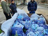 Коледни пакети с лакомства получиха 350 деца в община Червен бряг