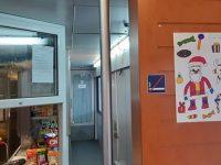 Рисунки на деца от област Плевен носят празнично настроение на клиентите на БДЖ