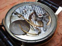 3 януари 1957 г. – обявен е първият часовник, захранван от батерия