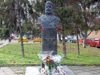 В Плевен бяха поднесени цветя за 173 години от рождението на Христо Ботев