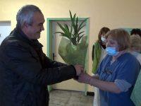 Кметът на Червен бряг поздрави медиците в АГ отделението на болницата за Бабинден