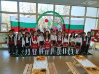 """Деца от ДГ """" Юнско Въстание"""" изнесоха тържествен концерт в навечерието на 143 години от Освобождението на България."""