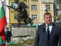 """Министърът на отбраната Красимир Каракачанов ще посетиднес ВВВУ """"Георги Бенковски"""""""