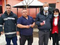 В Червен бряг зарадваха с мартенички служители в различни институции