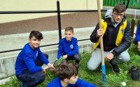 """Ученици от НУ """"Христо Ботев"""" – Плевен засадиха градинка с бели рози"""