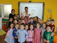 """Доц. д-р Бисер Борисов """"нарисува"""" приказка с децата от група """"Дъга"""" при ДГ """"Гергана"""" – Плевен"""