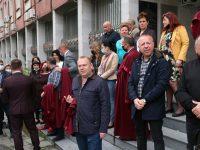 Прокурори, следователи и съдебни служители излязоха на мълчалив протест в Плевен