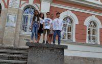 """Ученици от НУ """"Христо Ботев"""" – Плевен със златни медали от математическо състезание."""