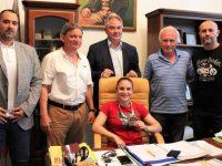 Олимпийска титла и здраве пожела на Ивет Горанова и треньора й Ангел Ленков кметът Спартански