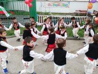 """Малчуганите от ДГ """"Чучулига"""" – Плевен с приказно тържество за Световния ден на детето"""