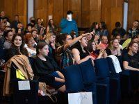 Дипломирането на Випуск 2021 на Езиковата – искри от радост и капчици тъга