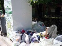 Шивашка фирма обсади контейнерите за текстилни отпадъци в Плевен, вандали ги драскат
