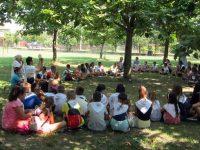 """Деца в село Малчика участваха в инициативата """"Световен ден на бабите, дядовците и възрастните хора"""""""