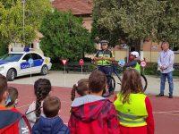 """В ИНУ """"Христо Ботев"""" – Плевен се проведе практическо занятие по пътна безопасност"""