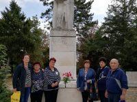 В село Асеновци отбелязаха 9 септември с поднасяне на цветя пред Паметника на ятака