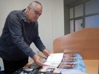 Дългогодишният журналист Малин Решовски направи дарение на Библиотеката в Плевен