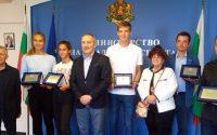 Йоана Константинова и Росица Денчева с почетни плакети от спортния министър